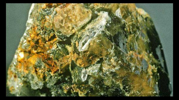 【案例】-矿石进口报关香港转运目的地港申报