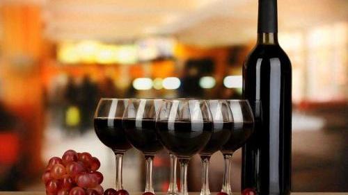 进口葡萄酒中文背标上有哪些信息?